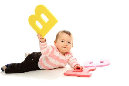 baby-plays-bilingual